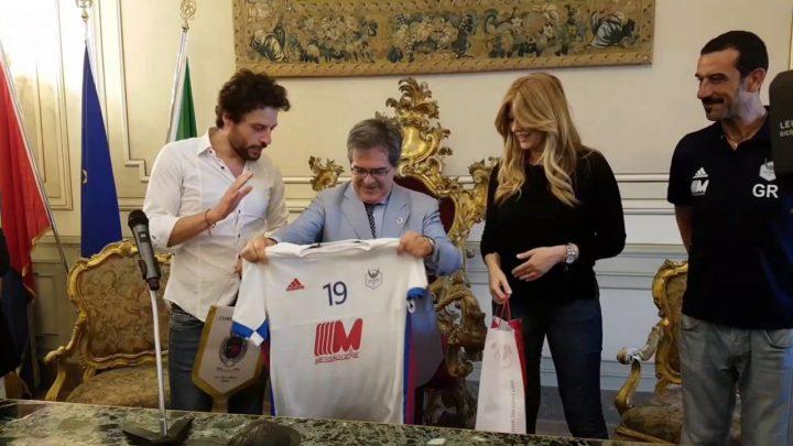 Sport: Bianco riceve maglia 19 della Pallavolo Catania