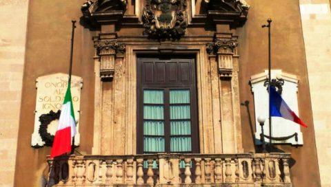 Strage di Parigi, lutto cittadino a Catania