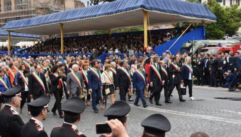 Festa della Repubblica: sfilano anche i sindaci