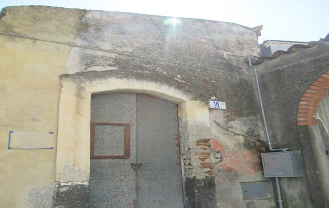 Misterbianco: Abusivismo edilizio la Commissione straordinaria delibera un elenco degli immobili oggetto di provvedimento di demolizione e di quelli acquisiti o da acquisire al patrimonio comunale.