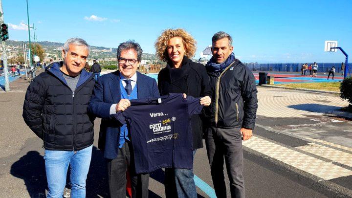 Lungomare liberato: consegnata a Bianco maglietta Corri Catania 2018