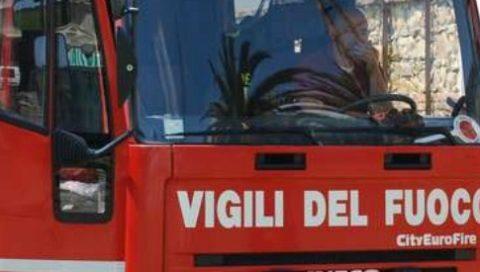Esplosione in pieno centro a Catania, coinvolti i vigili del fuoco