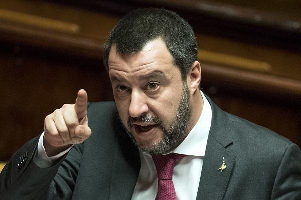Matteo Salvini continua a erodere l'autonomia dei Sindaci
