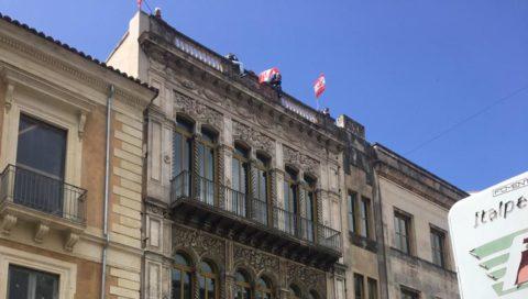 Lavoro a rischio, precari sul tetto del Teatro Massimo-Bellini$