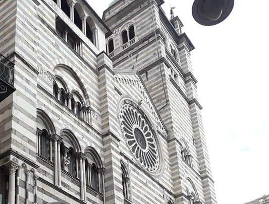 Intervento di Consitalia – Associazione Consumatori d'Italia, Sportello Liguria  su richiesta  di  alcuni credenti ed estimatori d'Arte  Genova. BASTA  BIVACCAMENTI  INDECOROSI SULLA SCALINATA  DELLA  CATTEDRALE DI SAN LORENZO.