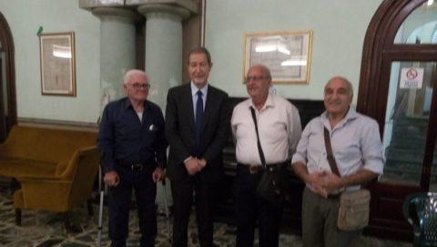 IL GOVERNATORE NELLO MUSUMECI APPLAUDE VECCHI MESTIERI RAPPRESENTATI NEL PRESEPE