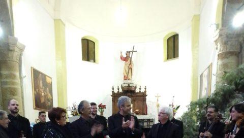 Ad Agira il direttore Davide Galaverna con l'Orchestra E.C.O. e il violoncellista Vadim Pavlov