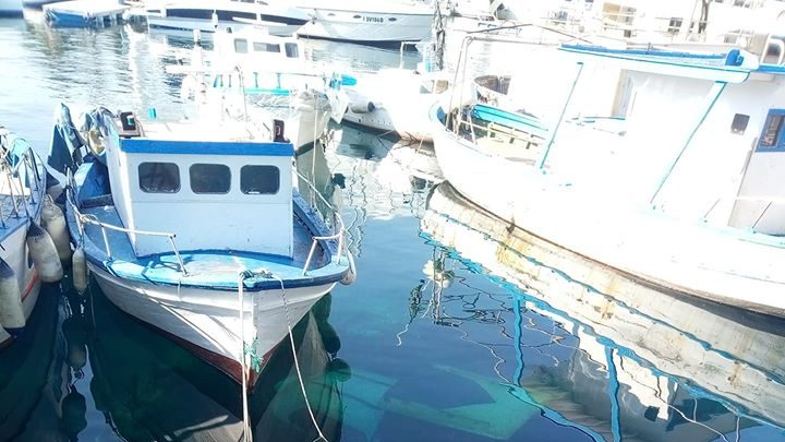 Barche affondate all'interno dei porti e discariche fognarie abusive di liquami, nessuno interviene.