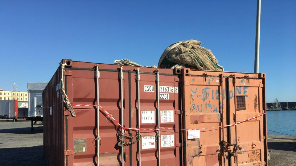 Operazioni di monitoraggio super presenza container seminati ovunque all'interno del Porto di Catania