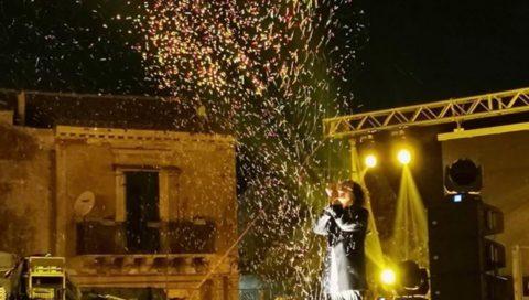 L'energia di Vincenzo Spampinato fa cantare il pubblico a San Gregorio