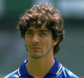 La leggenda del calcio italiano Paolo Rossi è morto.