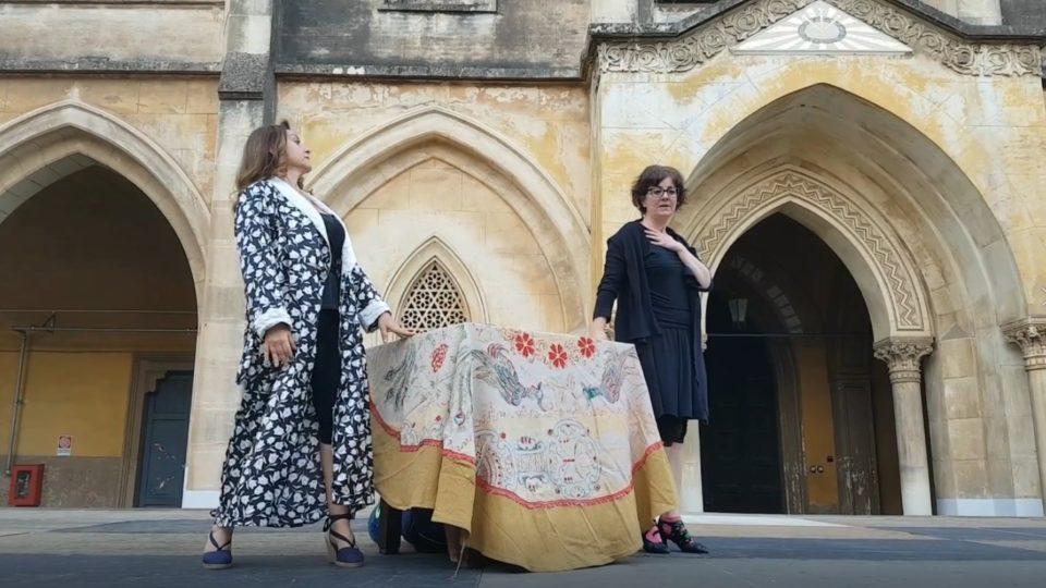 Cultura:  Un Globe theatre con Le Comari nell'Ardizzone Gioeni.