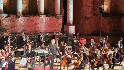 """Trionfale concerto dell'Orchestra Giovanile """"Luigi Cherubini"""" diretta dal maestro Riccardo Muti a Taormina"""