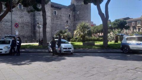 Polizia Municipale, raffica di verbali e sequestri di scooter nei pressi di Castello Ursino