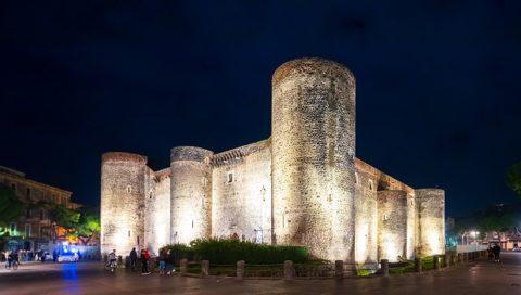 Turismo: giunta Pogliese approva piano di illuminazione artistica di siti monumentali